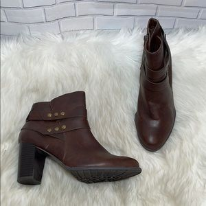 Jaclyn Smith Alicia Brown Vegan Leather Boots Sz 9